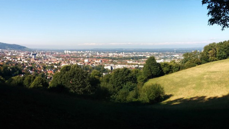 Frühstücken mit Blick über Freiburg