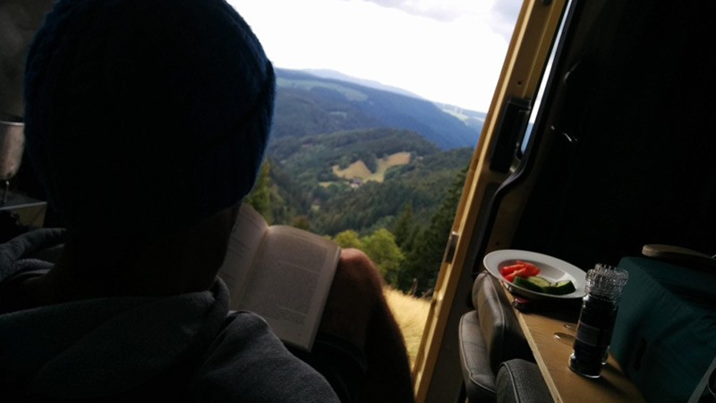 Lesen mit Panoramablick